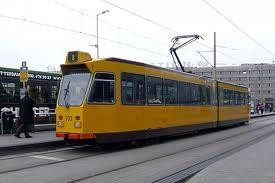 Rotterdam en zijn trams   Rotterdam en zijn trams, onze havenstad Rotterdam kent zo'n acht tramlijnen. De trams vervoeren de reizigers van hot naar her en dat gedurende de gehele dag en een stuk van de nacht, alleen tussen twee en vier uur 's nachts kan men geen gebruik maken van de tram.