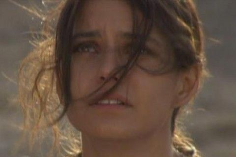 Capítulo 04 x 01: Fatmagül quiere terminar con su vida  La joven está traumatizada con lo vivido.