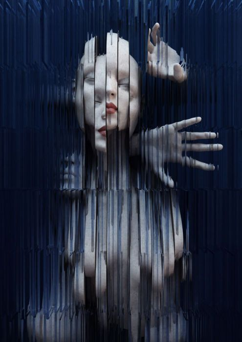 Женское тело за стеклом.