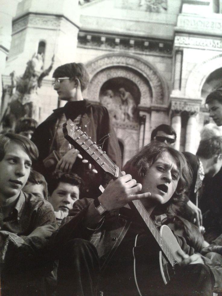 Photographie vintage de Michel Polnareff. Signature et cachet de l'artiste au dos. En vente sur atelier-xou.com