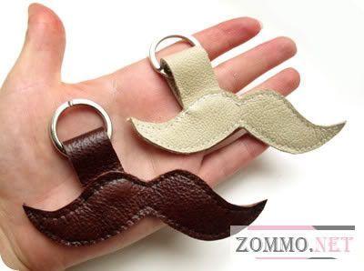 Брелок для ключей в виде усов из кожи