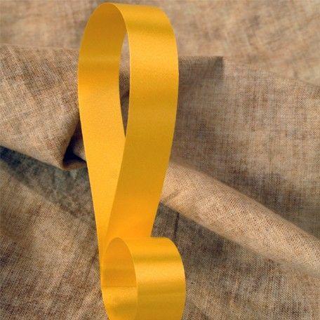 Cinta decorativa lisa color amarillo, disponible en 4 anchos. Riza fácilmente con las tijeras o un rizador.