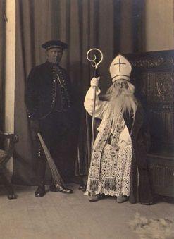 Sinterklaas en zwarte piet in de jaren 20 ( St, Nicolaas and black pete in the twenties)