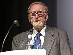 Sir Clive William John Granger,a British economist,graduated from The University of Melbourne and invented the Robert Engel causality test in 1967, which was used to draw the causal inference from the regression analysis of the related research, and to get the Nobel prize in economics in 2003.(Veblen)