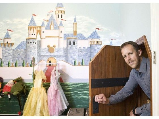 When Michael Connelly used VRBO to book a home for his family's Disneyland vacation five years ago, he fell in love with the concept.