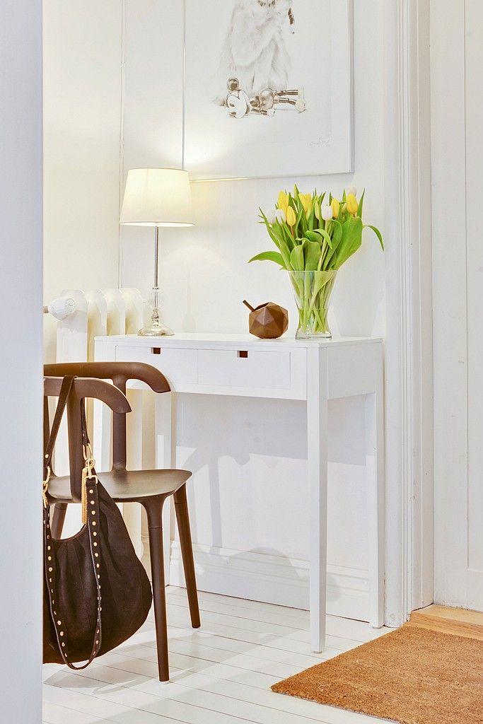 Маленький туалетный столик   #белый #туалетныйстолик