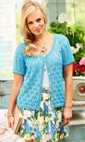 Sommerlig trøje i smuk turkis farve, strikket i fint bomuldsgarn med forskellige hulmønstre på krop og ærmer