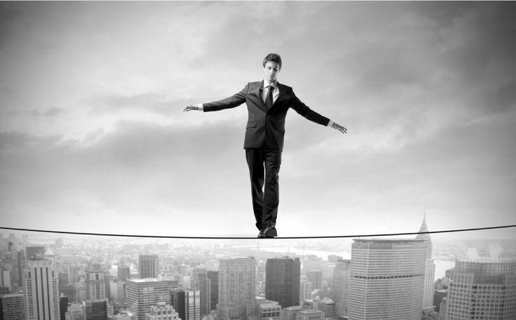 """""""Existem dois tipos de riscos: Aqueles que não podemos nos dar ao luxo de correr e aqueles que não podemos nos dar ao luxo de não correr."""" (Peter Drucker)"""