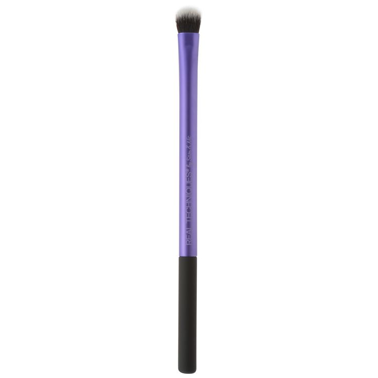 From subtle to dramatic, our essential shading brush is custom-cut to create flawless high definition results. Bristles are tapered cut for max color pickup and even distribution Ideal for powdered or cream eye shadows