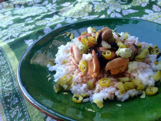 Ensalada de arroz con mejillones en escabeche