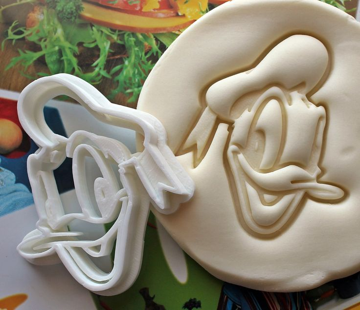 Donald Duck Cookie Cutter / Made From Biodegradable Material / Brand New / Party Favor / Kids Birthday / Baby Shower / Halloween / Family by Smiltroy on Etsy https://www.etsy.com/listing/239935930/donald-duck-cookie-cutter-made-from