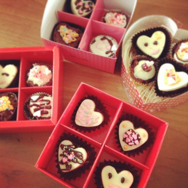 ほぼ娘たちだけで作ったチョコ。  パパとじいちゃんたちと本命と…♡  手作りチョコ3年目。 ちょっとずつ上手になってきたなー。 - 21件のもぐもぐ - 遅れたバレンタイン。 by moca