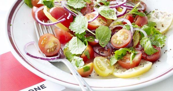 Salade van kerstomaten en gebakken citroen