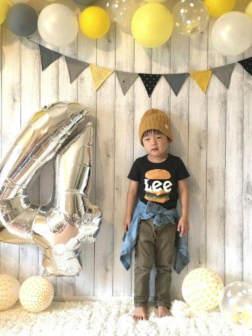 4歳誕生日🎉 後日、別バージョンで写真撮りました🐒♫ 本当はブーツを履く予定だったのに、撮るのが