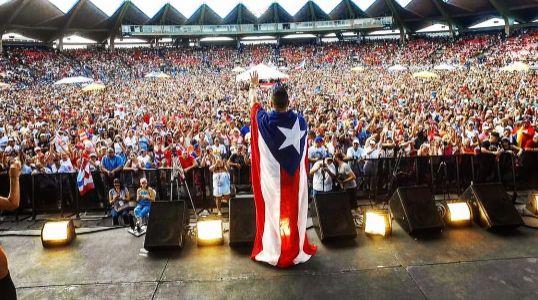Día Nacional de la Salsa en Puerto Rico otro super lleno total   A Son De Salsa