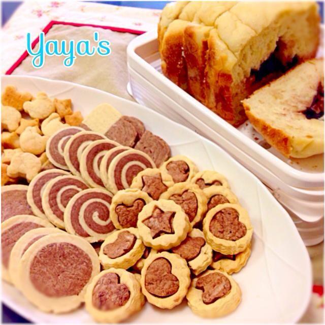 """プラレールにのぼせ上がる小さなオタクたちの腹の足しにと... 餡子と昨日のご飯を使ってHBで""""あんゴパン""""を焼いて見ましたが、見た目が微妙〜に( ̄▽ ̄)  冷凍庫に作り置きしていたアイスロッククッキーだけでは数が足りず、慌てて普通のクッキーも作ったらココア生地がこれまた微妙〜に( ̄▽ ̄)  でも、味は大丈夫だったみたいで平らげてくれました=3=3=3 - 51件のもぐもぐ - 小鉄会のオヤツ☆ by yaya"""