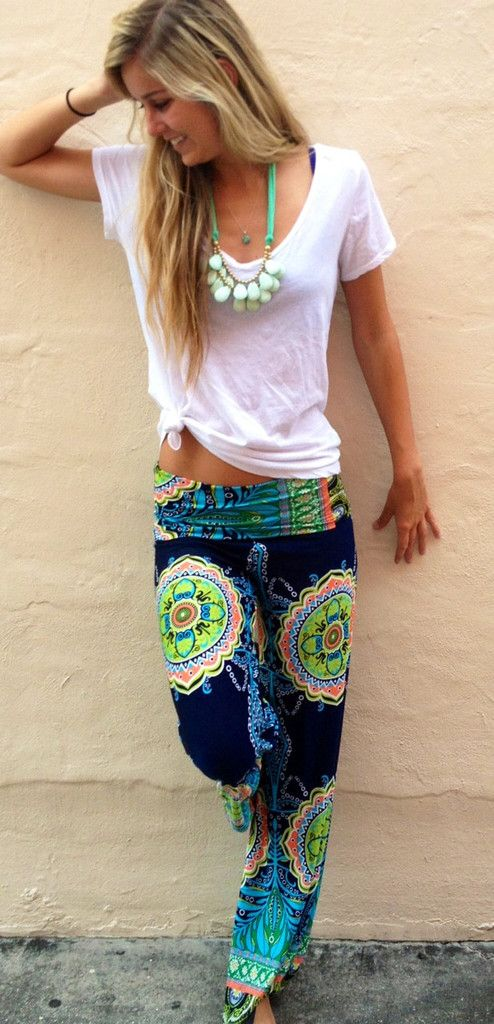 This print brings you to tropical locales and paired with a simple thin white tee and bold aqua necklace- the pattern feels so beachy cool! |Exumas Pants Preppy - Boca Leche|