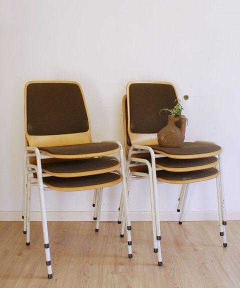 Retro houten stoelen met bruine stof. Vintage stoel x 6 Een droom die uitkomt? www.flatsheep.nl