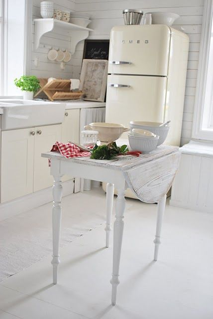 the table! Fridge! Shelf. SinkCottages Kitchens, Decor Ideas, Kitchens Islands, Smeg Fridge, Farmhouse Sinks, Farmhouse Kitchens, Country Kitchens, Vintage Kitchen, White Kitchens