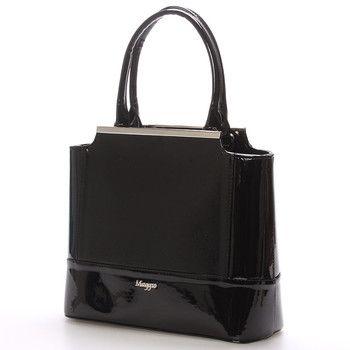 #kabelka #Maggio Luxusní černá lakovaná kabelka Maggio z kolekce 2016. Kabelka má saffianové čelo. Je malá, pevná, uvnitř jsou menší kapsy na drobnosti. Zapínání zipem má po celé délce. Na zadní straně má praktickou kapsu na zip. S touto kabelkou si můžete vyjít na ples, recepci, či do divadla.