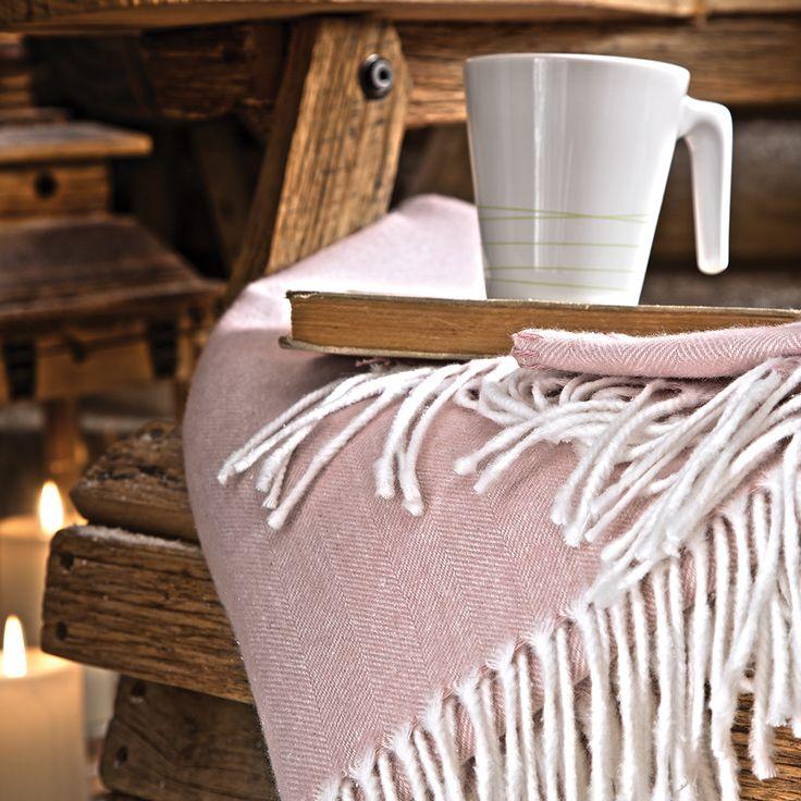 Artık havalara güven olmuyor ama yaz-kış sizi sıcacık tutacak bir arkadaşa ihtiyacınız varsa yumuşak battaniyelerimiz hep yanınızda. Üstelik ay sonuna kadar sepette ekstra %15 indirimli! İndirim Kodu: YAZFIRSATI  #battaniye #pembe #soft #kahve #keyif #vintage #yaz #kış #doğal #sıcak