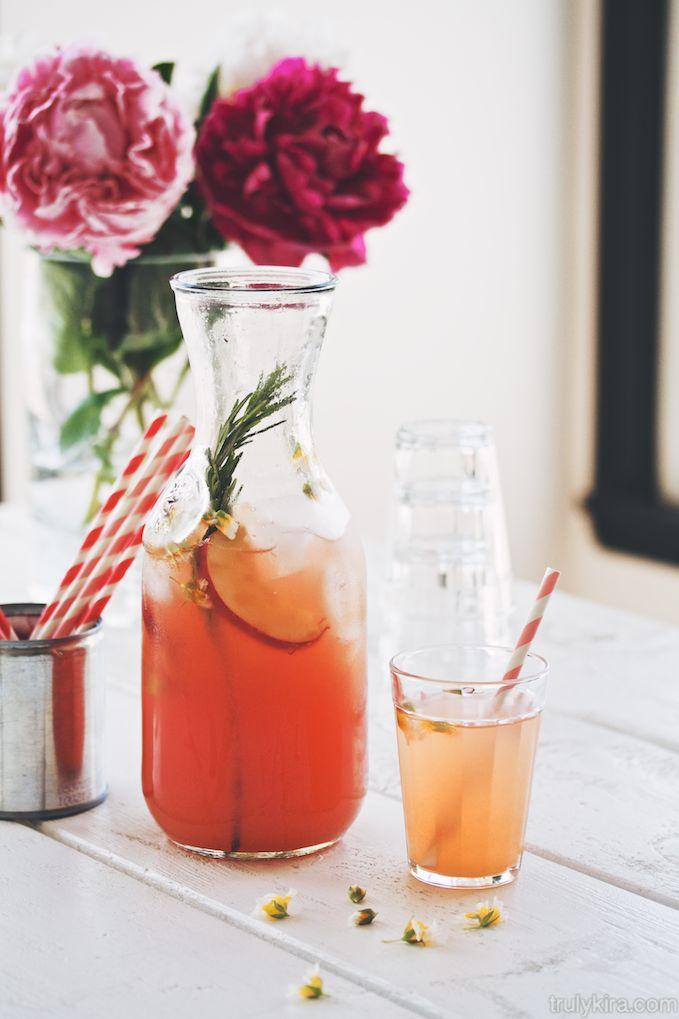 Nectarine lemonade / Truly Kira