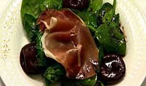Tender spinach leaves combine deliciously here with ham from Bayonne, figs, and a dash of Floc de Gascogne