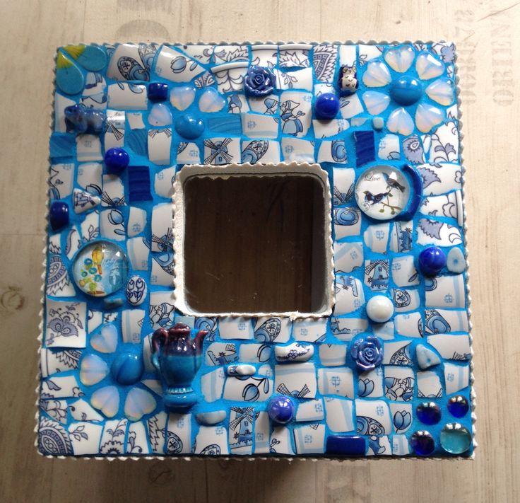 """Ikea spiegeltje met #mozaiek van #servies en diverse """"frutsels"""""""