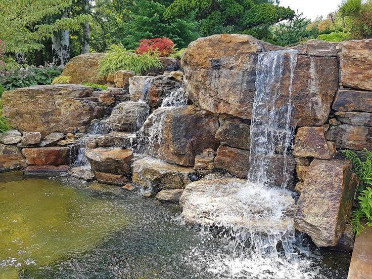 Tuba Péter tatai kertje- a vízesés Az adásban Márk ellátogat Tuba Péter kertépítő egyik gyönyörű kertjébe, ahol Péter elmeséli,  hogyan lehet mesés kerti patakot létrehozni-szikla jacuzzi-val:-)