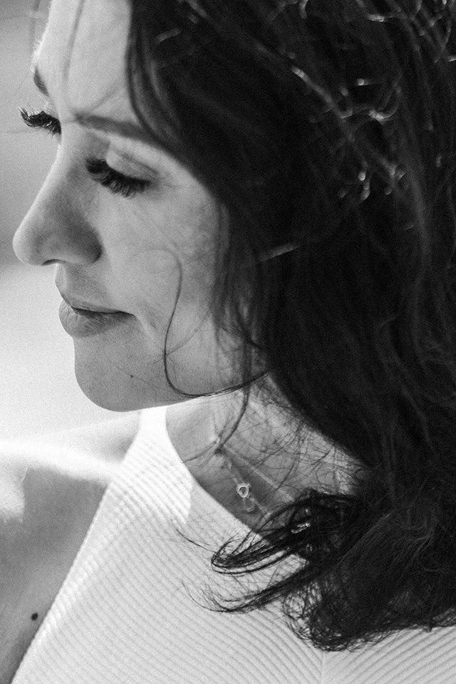 Założycielka Szkoły Męskiego Stylu Agnieszka Świst-Kamińska doradca do spraw wizerunku, STYLE COACH i COOL HUNTER. Absolwentka prestiżowego Londyńskiego Central Saint Martins University of the Arts oraz Szkoły Stylu Moniki Jaruzelskiej. Udziela eksperckich wywiadów w telewizji oraz w Polskim Radio. Z branżą modową związana od ponad 10 lat. U podstaw jej pracy jest doradztwo oraz stylizacja męska i kobieca, a także dress code i savoir-vivre biznesowy.