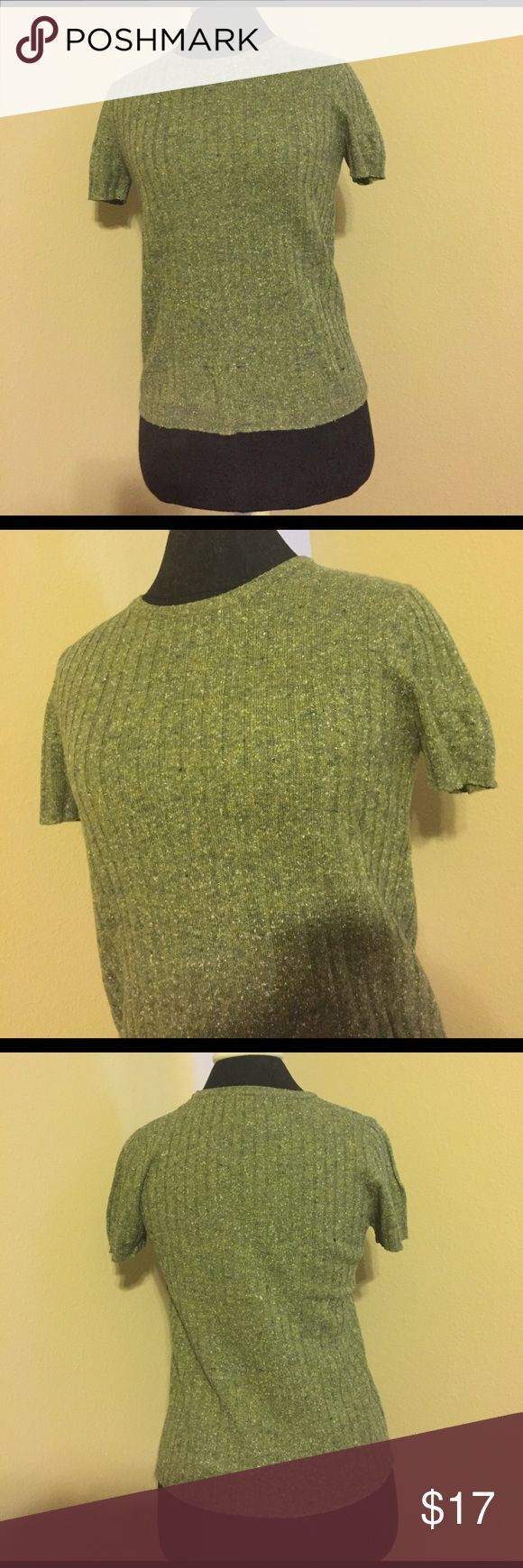 Old Navy Short Sleeve Green Sweater Top This top is a Ribbed sweater like material in a lovely pea green shade. Old Navy Tops Tees - Short Sleeve
