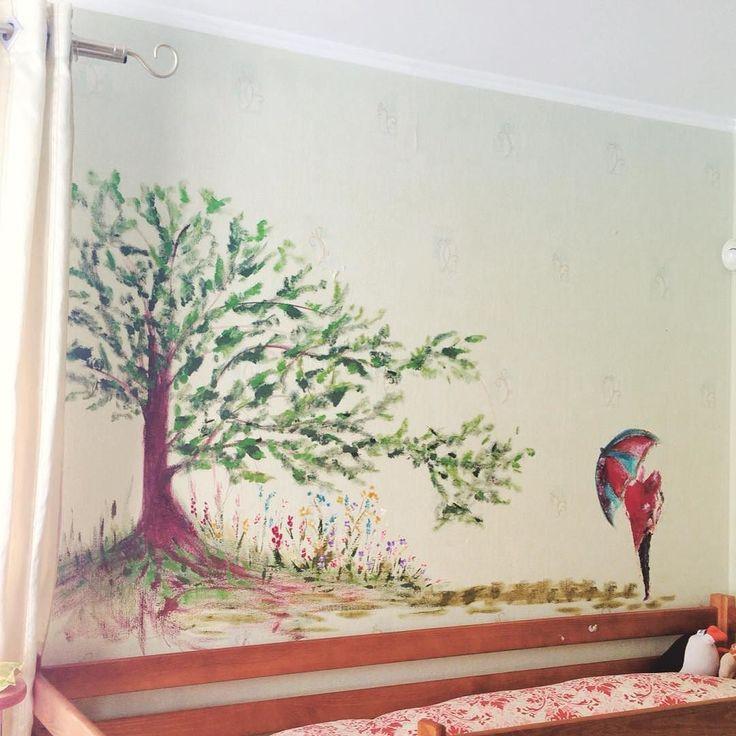 """""""Настенная"""" живопись ... Доченька решила исписать стены :( я было даже расстроилась а после решила что раз все равно придётся обои переклеивать то стоит получить удовольствие в масштабах всей стены :) Итак художества моей дочурки под каляками-маляками мамы   #topcreator#talentedpeopleinc #pinkbus #artfan #paintingoftheday #учимсярисовать #art #art_public #artist #сейчас_рисую #рисую #drawingaw#картина#art_worldly#art_we_inspire#artfido #artforsale #art_instablog #acrylic #acrylics #рисунок…"""