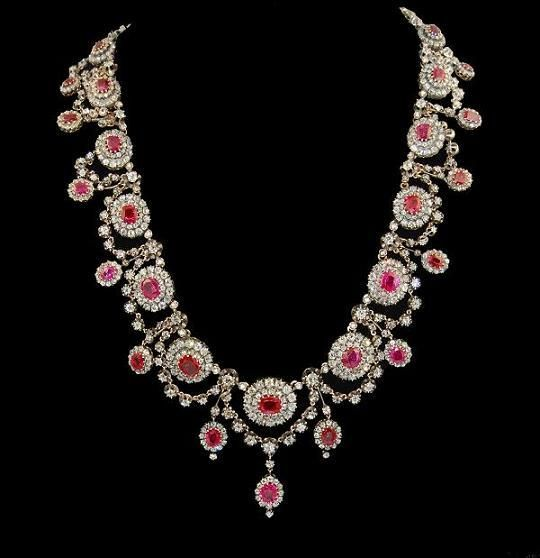 Silver and 18K gold diamond and ruby necklace. France. Victorian or Victorian style.