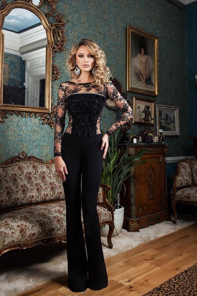 Salopeta eleganta, ideala pentru ocazii speciale. combinatia de dantela cu franjuri din bust creaza un efect stilat si feminin.