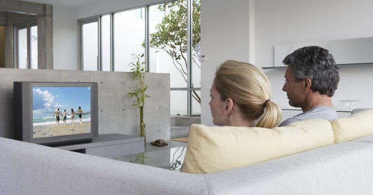 Qual a função de um cabo HDMI?. Os cabos HDMI (High Definition Multimedia Interface, na sigla em inglês) fornecem uma conexão digital entre televisores de alta definição e componentes que contam com a mesma tecnologia, tais como caixas de cabo e aparelhos de DVD ou Blu-ray. Eles permitem que sinais de vários dispositivos sejam transmitidos através de um único cabo, eliminando o ...