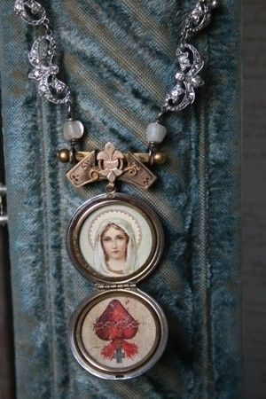 This is an amazing vintage locket with a picture of Mother Mary on the outside and beatuiful pictures of Mother Mary and the sacred heart inside. The
