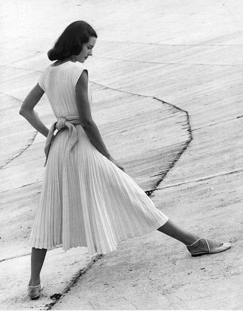 Basic White Dress  with full skirting & tiny pleating (midi hem trending again now) with self-belted waist to show of curves....1947  Photo: Richard Avedon