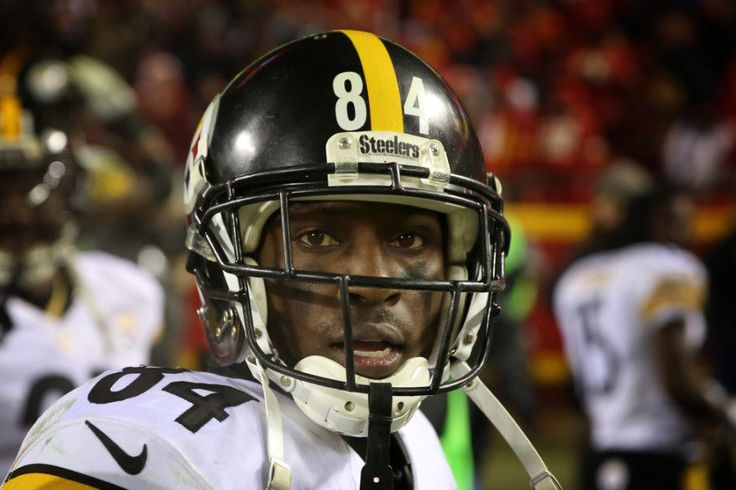Steelers' QB Ben Roethlisberger says WR Antonio Brown's ability overshadows pouting = Steelers WR Antonio Brown has been accused of pouting when RB DeAngelo Williams scored a touchdown in the blowout loss to the Patriots in the AFC title game. Reports do…..