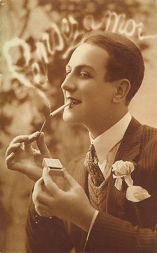 Moda uomo 1920 - si intravedeva il polsino dalle maniche larghe. la camicia da giorno aveva il davanti liscio o a pieghe e il colletto e i polsini intercambiabili