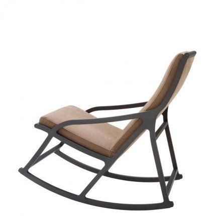 Rocking Chair Dérive 2 en bois teinté chez Ligne Roset. Fauteuil à bascule crée par Pierre Paulin pour le compositeur Pierre Boulez à la demande de Claude Pompidou chez Ligne Roset