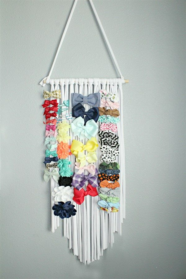 ​Our Hair Bow Hanger is perfect for every bow lover out there. It is designed to hold over 100 clips easily. This bow organizer makes it simple and easy to store all of your little girl clips