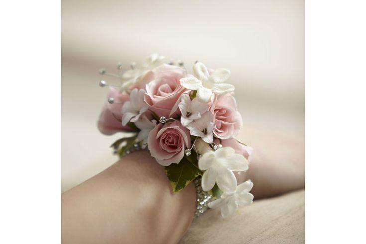 Sempre più di tendenza i bouquet da polso