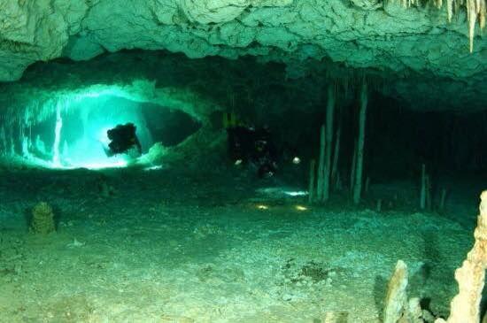 Cueva en Yucatán www.flowcheck.es Taller de equipos de buceo #buceo #scuba #dive