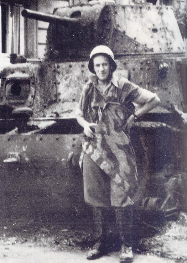 Knocked out German tank, Carro Armato M13/41 near the mała PAST on ul. Piusa XI (now ul. Piękna) after the capture of the building by insurgents.