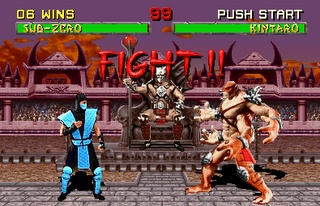 Mortal Combat. Éste es, creo, uno de los primeros o el primer Mortal Combat. Fue un juego para Master Sistem realmente revolucionario, con movimientos muy fluidos y la novedad del Fatality en tus combates. Solamente había dos escenarios creo y 8 personajes, pero para su época, era realmente adictivo y jugable.