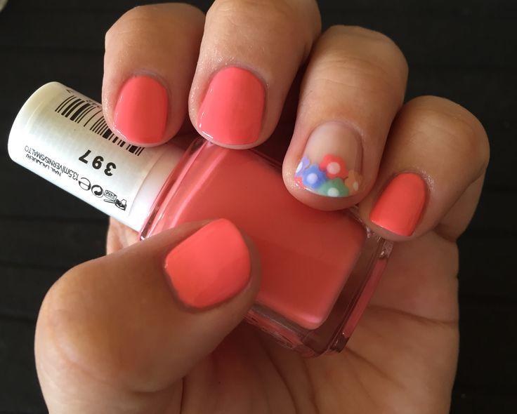 #notd #essie #springishere #loungelover #spring2016 #iloveessie #iheartessie #nailart #nail #flower