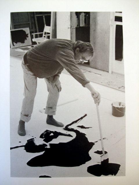 Robert Motherwell fue un pintor estadounidense y una figura destacada del expresionismo abstracto. Fue uno de los miembros más jóvenes de la llamada New York School, que también incluía a Jackson Pollock, Mark Rothko y Willem de Kooning.