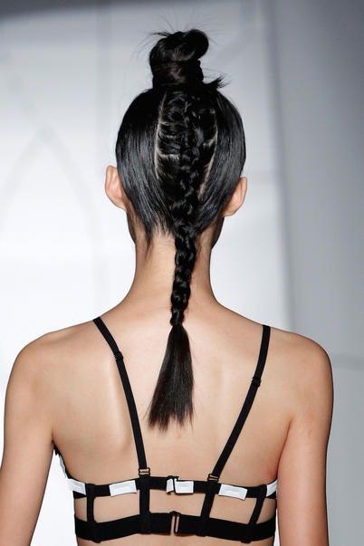 modella alla sfilata di new york di Cromat #hairstyle #fashionweek
