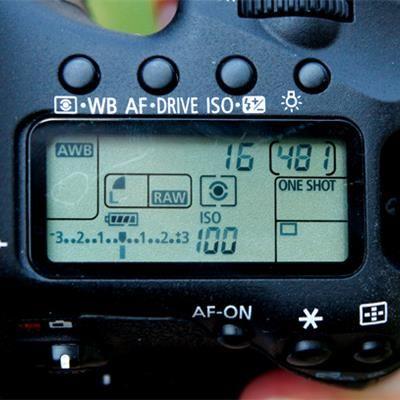 Güneşli Havalar ve f/16 Kuralı Nedir? Tüm fotoğrafçıların öğrendiği f/16 kuralının üzerinden bir daha geçmekte fayda olabilir. f/16 kuralı son derece evrensel bir fotoğrafçılık terimi olarak da karşımıza çıkıyor. f/16 kuralı kısaca: Güneşli ve açık b