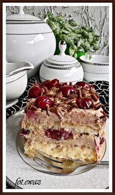 Dziś Dzień Babci, więc ciacho musi być. Upiekłam kolejne bardzo smaczne ciasto. Przyznam, że zastanawiałam się nad jego nazwą i wymyśli...